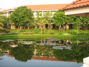 美しいホテルの庭園