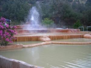 噴き出す温泉