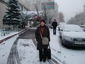ホテルの前の道路で
